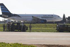 اختطاف طائرة ليبية والتهديد بنسفها