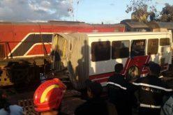 5 قتلى و34 جريحا في إصطدام حافلة وقطار بتونس