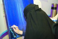 سعودية مبدعة رسمت 300 لوحة ببصيرتها !