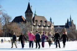 عواجيز المجر يرقصون على الجليد