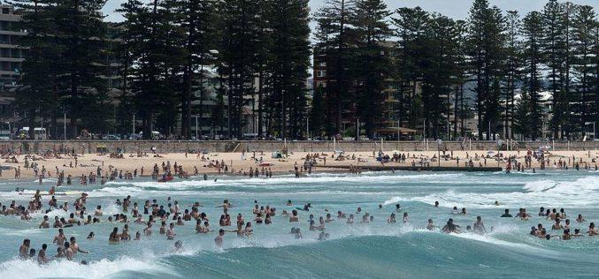الحر يدفع الإستراليين الى الشواطيء