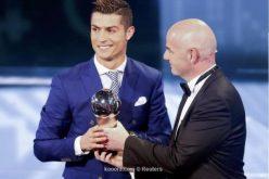 رونالدو يختتم موسمه الإستثنائي بجائزة أفضل لاعب