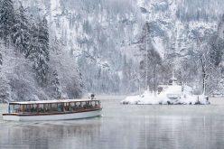العواصف والثلوج توقف عجلة الحياة في أوروبا