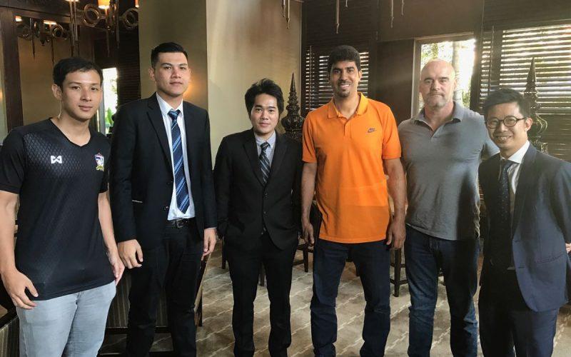 """الصالح و تاكو يجتمعان مع ممثلي """"التايلاندي"""""""