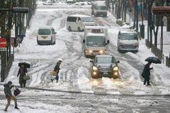 الاستغاثة بالجيش لإنقاذ سيارات عالقة في اليابان