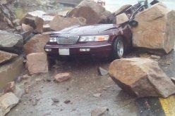 """إطلاق صافرات الإنذار في """"عسير"""" بعد فيضان السد بسبب العواصف والأمطار"""