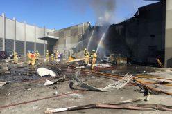 سقوط طائرة خفيفة على مركز تجاري ومقتل 5 أشخاص