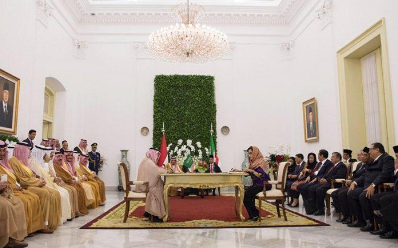 خادم الحرمين الشريفين والرئيس الإندونيسي يحضران التوقيع على إعلان مشترك ومذكرات تفاهم