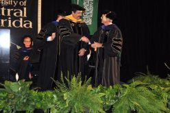 جامعة وسط فلوريدا تمنح الدكتوراه الفخرية لمحمد بن فهد تقديراً لإسهاماته في التعليم والتنمية الإنسانية
