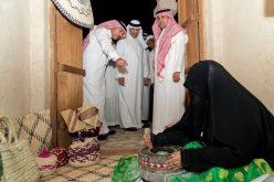"""سلطان بن سلمان يزور مهرجان """"الأحساء المبدعة"""" للحرف اليدوية"""