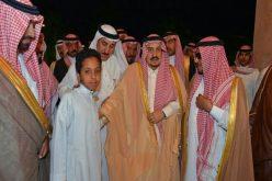 أمير الرياض ينقل تعازي القيادة لأسرة الشهيد فيصل السبيعي