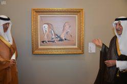 خالد الفيصل يفتتح المزاد الخيري للوحات فنية بريشته
