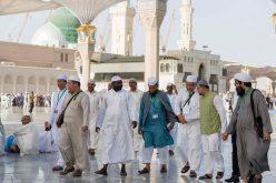 ضيوف خادم الحرمين الشريفين يؤدون صلاة الجمعة بالمسجد النبوي