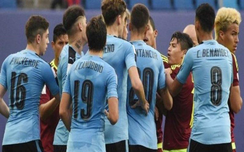 عراك بين لاعبي الأوروغواي وفنزويلا