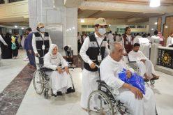 أمير منطقة مكة المكرمة يوجه بتوزيع وجبات السحور على زوار بيت الله الحرام