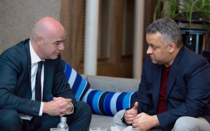 عزت يلتقي رئيس الاتحاد الدولي لكرة القدم