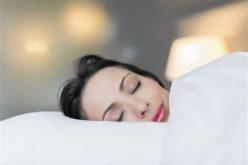 في حالة غريبة .. شابة تغط في النوم كلما ضحكت