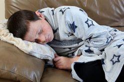 في حالة غريبة .. طفل ينام 6 أسابيع متواصلة