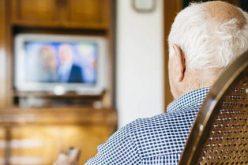 """مشاهدة التلفزيون للكبار في السن """"تُضعف"""" ذاكرتهم !"""