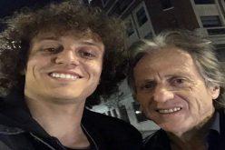 لويز ينشر صورة له برفقة البرتغالي جيسوس