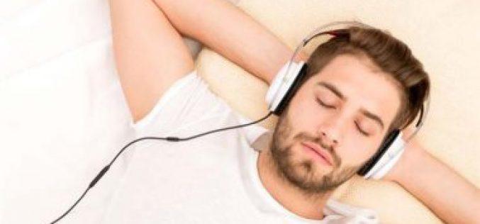 مغني أجنبي يبتكر أغنية خاصة تساعد على النوم خلال لحظات !