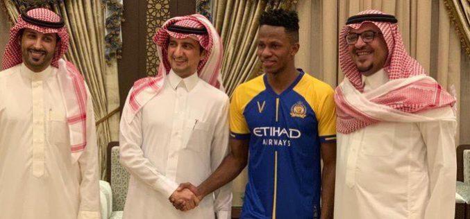 عبدالفتاح آدم ينضم لقائمة لاعبي نادي النصر
