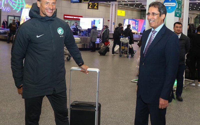 المنتخب يصل أوزبكستان ويبدأ تدريباته غدًا