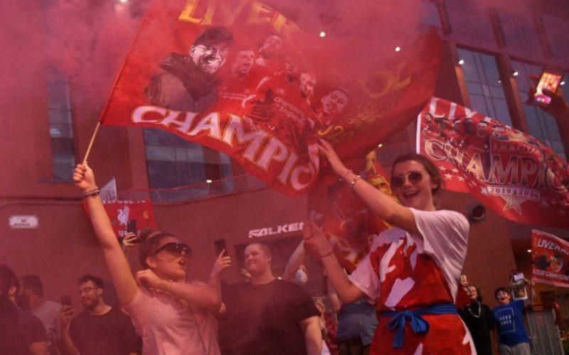 اعتقال جماهير ليفربول بعد اندلاع حريق احتفالات الدوري