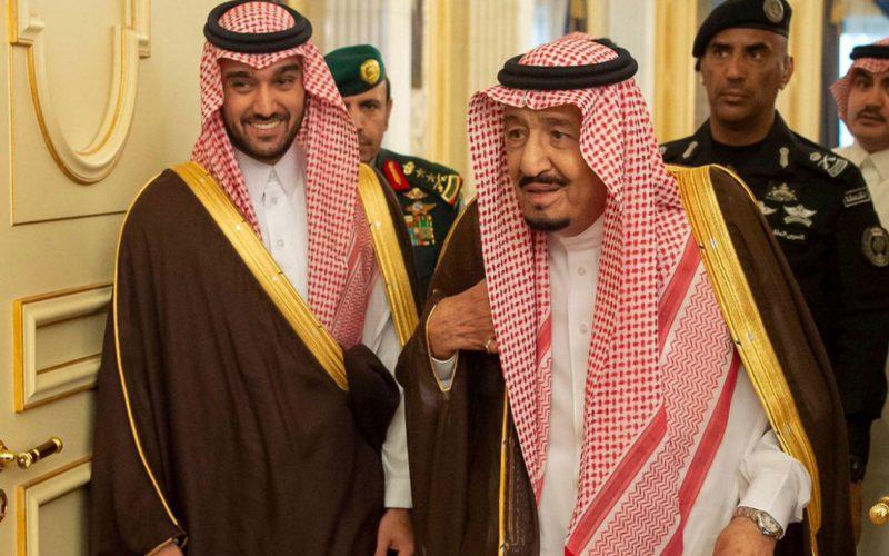 وزير الرياضة يهنئ الملك بعد نجاح العملية الجراحية